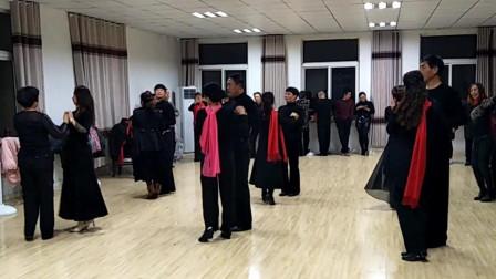 任如意广场舞 三步双人舞队形变换(烈山区年会节目排练中)