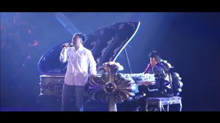 陈奕迅花钱去看周杰伦演唱会, 周董发现后叫他上台唱歌, 真是亏大了
