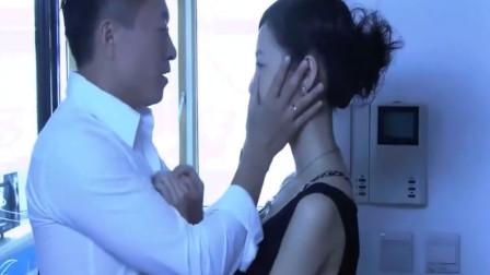 温柔的诱惑: 美女和男人在幽会, 男朋友到处找人找不到!