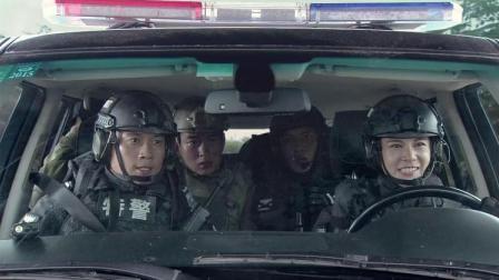 小菜鸟开走装甲车,教官停车在前方拦截,小菜鸟狠踩油门冲了上去
