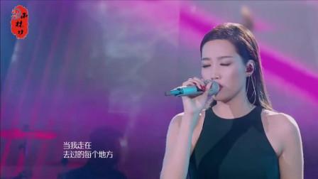 我天! 黄丽玲再唱《给我一个理由忘记》唱出痴情人对爱的执着, 太好听