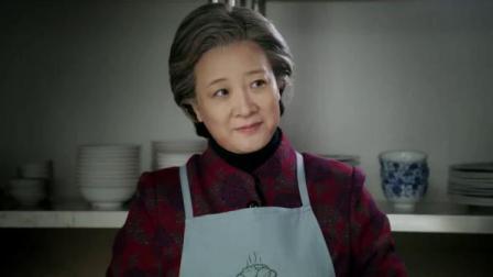女厨师教外国孙女婿包饺子,两个口诀表要是学会,准能包出好饺子