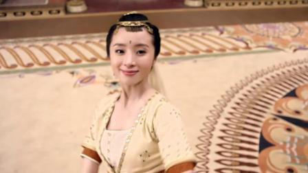 使者给皇帝进献黄金柜,打开一看皇帝眼直了,竟是两位绝色美人!