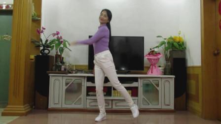 点击观看《霞彩飞扬广场舞《我没那么傻》 演唱: 大哲 编舞: 华子》