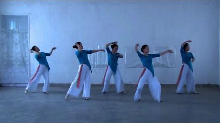 点击观看《世外桃源广场舞《平安果》原创形体舞背面演示》