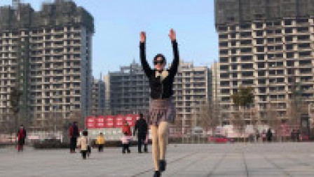 青青世界广场舞 公园广场上带墨镜尬舞 吓跑老爷们