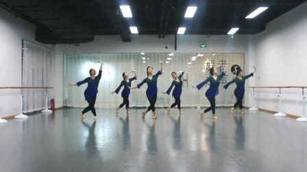 点击观看《一群小姐姐在练舞房《宫墙柳》古典舞视频》
