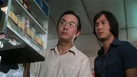 坏人在超市偷东西,小伙看见不说破,等到他们结账时放大招!