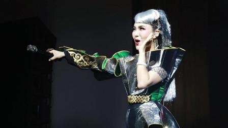 乌兰图雅因为这首歌火得一塌糊涂, 从此被歌坛公认为最美的蒙古之花