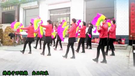 点击观看《阿采广场舞 辣妹子不怕辣 32步中老年扇子舞》