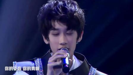 TF家族成员陈泗旭深情演唱《崇拜》, 小小年纪声音竟如此有故事感!