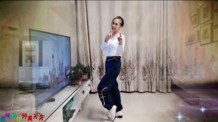 辣妈在家跳健身操《最美姑娘》动感时髦, 真好看!