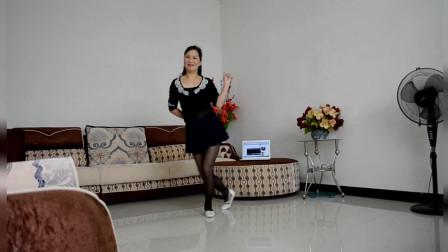 点击观看《优雅莹莹广场舞 我爱姐姐 客厅自拍健身舞视频》