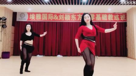 点击观看《美女老师跳小鼓舞 小蛮腰扭动起来》