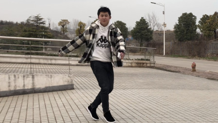 点击观看《黄港鬼步舞 经典鬼步舞《妹妹不错》,小伙脚下生风,好似神仙漫步!》