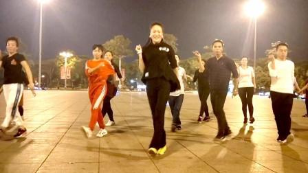 点击观看《凤凰香香广场舞《有没有一种思恋永不疲惫》鬼步舞晚上现场版》