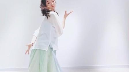 点击观看《十元酱舞蹈《丽人行》甜美的小姐姐跳的古风舞视频》