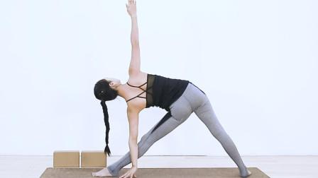 每日瑜伽 名师教你穿针式瑜伽动作,快速缓解背部疲劳