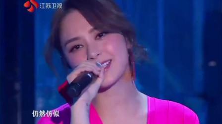江苏卫视跨年:《下一站,天后》Twins合体演唱好感动!
