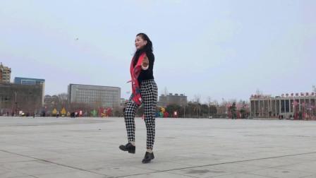 点击观看《青青世界广场舞 招大老爷们喜欢的鬼步舞视频》