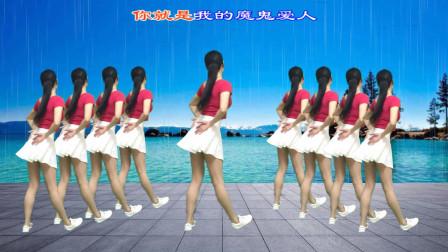点击观看《新生代广场舞《魔鬼爱人》简单时尚动感32步健身操》