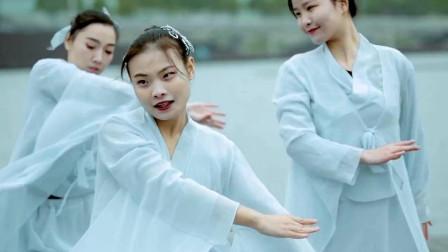 点击观看《古典舞《不染》一群仙气满满的仙女》