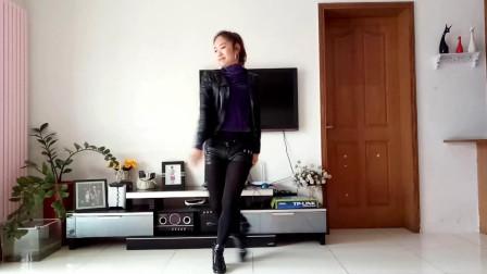 京京广场舞《叫我怎么能够无所谓》动感好看的广场舞视频