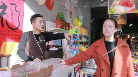超市老板不会做生意,美女顾客教他办法,太有才了