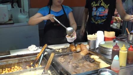 香港特色美食牛杂,吸收浓厚酱汁的牛杂配上浓郁的汤汁,美味!