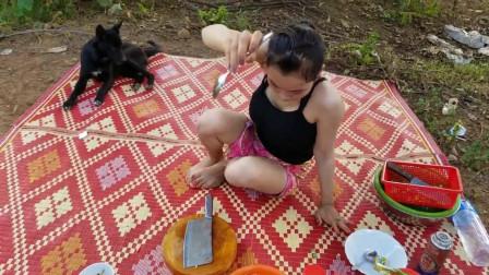 柬埔寨的小姐姐户外做美食,简单的食材,香喷喷味道,看的我口水直流
