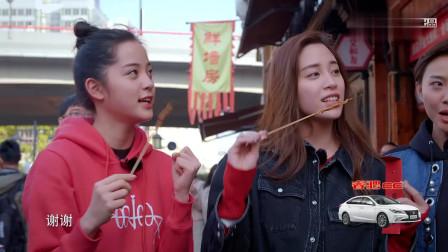 """欧阳娜娜逛美食街偶遇""""胡歌"""",两人用纯英文交流,完全无压力好羡慕"""