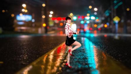 点击观看《益馨广场舞 热曲美舞《美美哒》铿锵节奏 轻快舞姿》