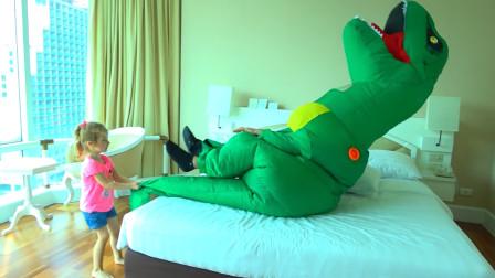 爸爸装扮成萌娃小可爱最喜欢的恐龙去叫她起床,萌娃:妈妈再也不用担心我睡懒觉了!