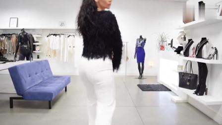 黑色皮草 搭配 白色套裝,時尚 好看 顯氣質,小姐姐這樣的搭配很迷人