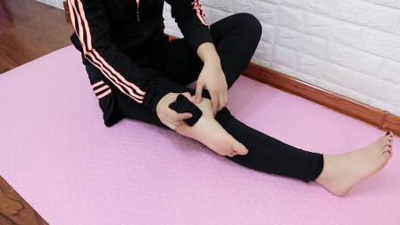 膝盖疼的蹲不下去?刮脚上的这个反射区,膝盖不疼了,走路有劲了