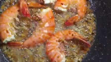 《街头美食》这道蒜蓉大虾绝了!虾吃精光,还有人要双份蒜蓉!