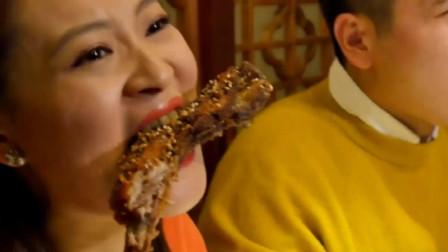 晴天两吃货吧唧吧唧吃个不停,最后还吃一大碗面条,真能吃!