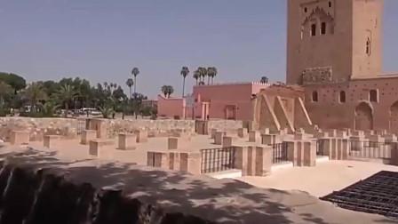 背包去环游马拉喀什老城的库图毕业清真寺,风格和城市融为一体