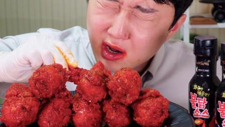 大胃王吃韩式炸鸡腿,蘸上超辣火鸡面调料,网友:辣的淌眼泪了