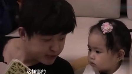 贾玲来家里了,饺子一下冲进她的怀抱, 饺子听爸爸讲故事!