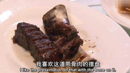 老外在中国:外国人吃中国美食,对每道菜都赞不绝口,感叹:好吃炸了