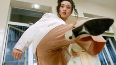 利智不愧是女神啊,这一身也太漂亮了,看见坏人就是一顿狂踢!
