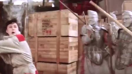 利智女神与张国荣少有的合作 两人大战兵马俑 场面很是搞笑。