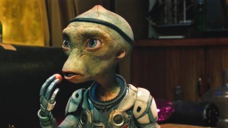 这个疯狂的外星人,喝了中国的二锅头还不是一样挨咩相关的图片