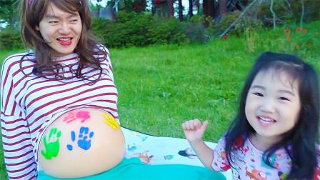 """萌宝科普时刻! 萌宝带大家认识颜色,还用颜料在""""妈妈""""肚子上作画?"""