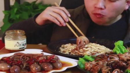 大哥吃海鲜酱拌面,配上八爪鱼美食,美味佳肴!