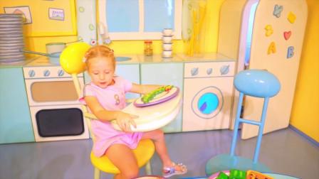 萌娃小可爱去到小猪的家里做客,小猪给小家伙准备了好多好吃的食物