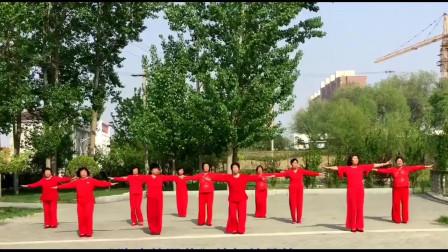 古洼杜品静广场舞《路边的野花你不要踩》原创杜品静