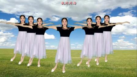 气质美女广场舞《我是否也在你心中》百听不厌,好听好看!