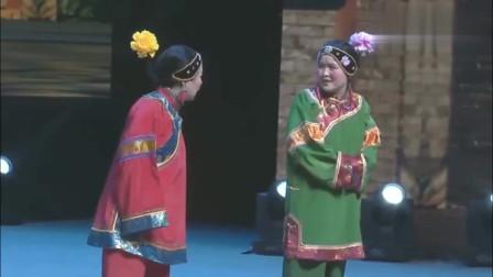 张晓英小品《妯娌斗嘴》,嘴不饶人,可太厉害了 观众的反应亮了